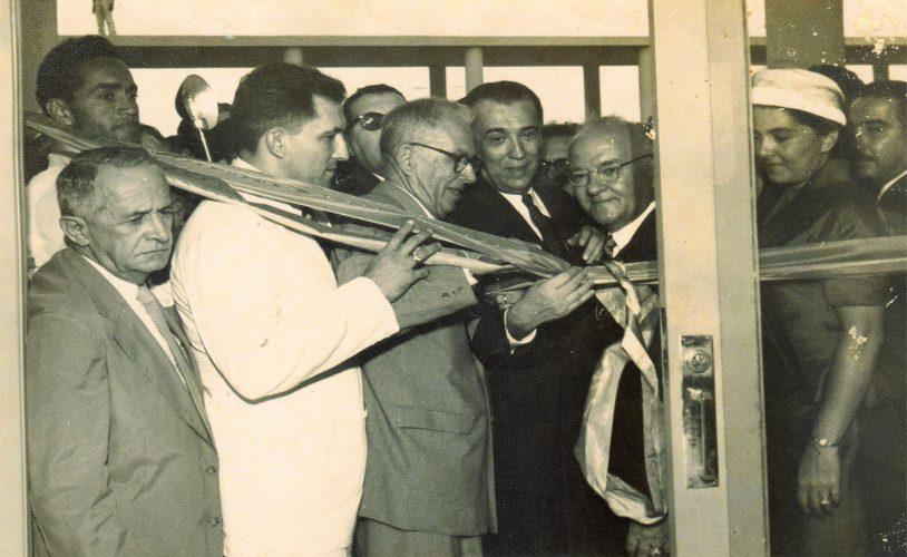 Reitor Joaquim Amazonas (1946-1959) e o Presidente Juscelino Kubitschek (1956- 1961) na Inauguração da Faculdade de Medicina no Campus Recife na década de 50.